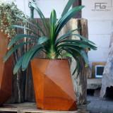 Bac a fleurs moderne en acier Corten low-poly, effet origami
