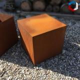 Piédestal en acier Corten Fulcĭo pour sculptures ou plantes, sur mesure