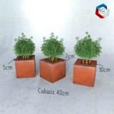 Bac à plantes Cŭbusis, modèles présentés 40cm avec retours de 5, 7 et 10 cm