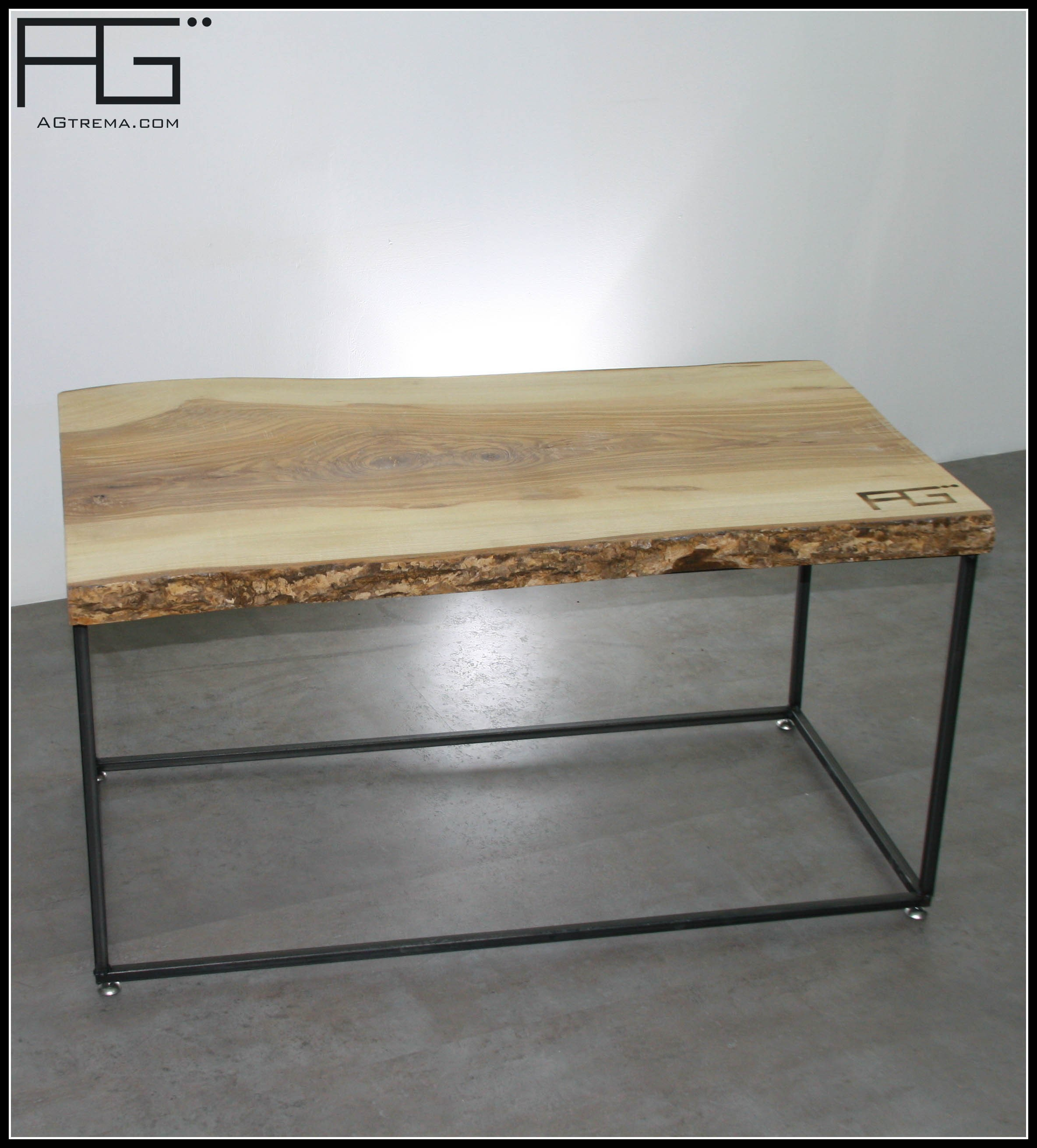 table-basse-industrielle-bords-brut-live-edge Unique De Table Ronde Bois Massif